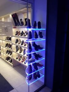 Светещи стелажи  Piedo магазин за ортопедични обувки